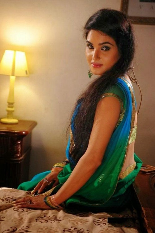 kavya-singh-hot-photos_149137694250.jpg