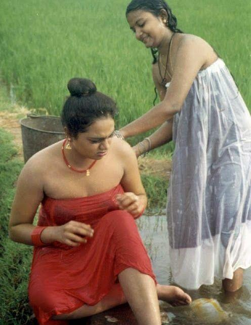 indian-actress-hot-in-towel_151806833021.jpg