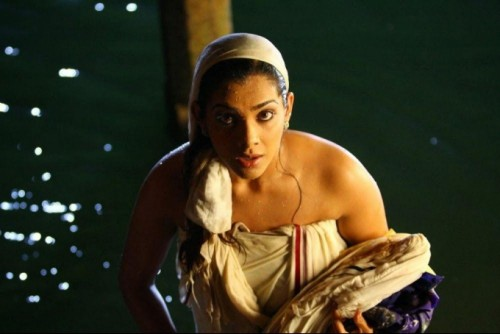indian-actress-hot-in-towel_151806833133.jpg