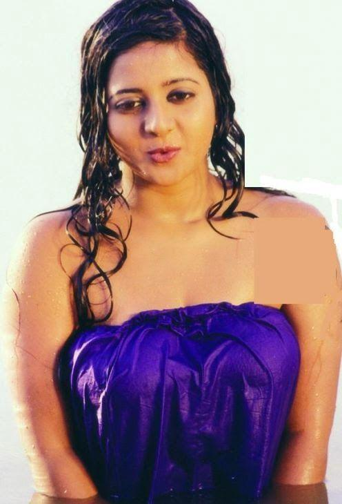 indian-actress-hot-in-towel_151806833241.jpg
