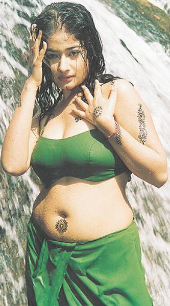 indian-actress-hot-in-towel_151806833247.jpg